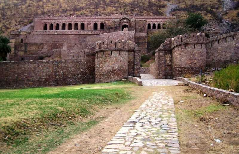 Taxi for Bhangarh